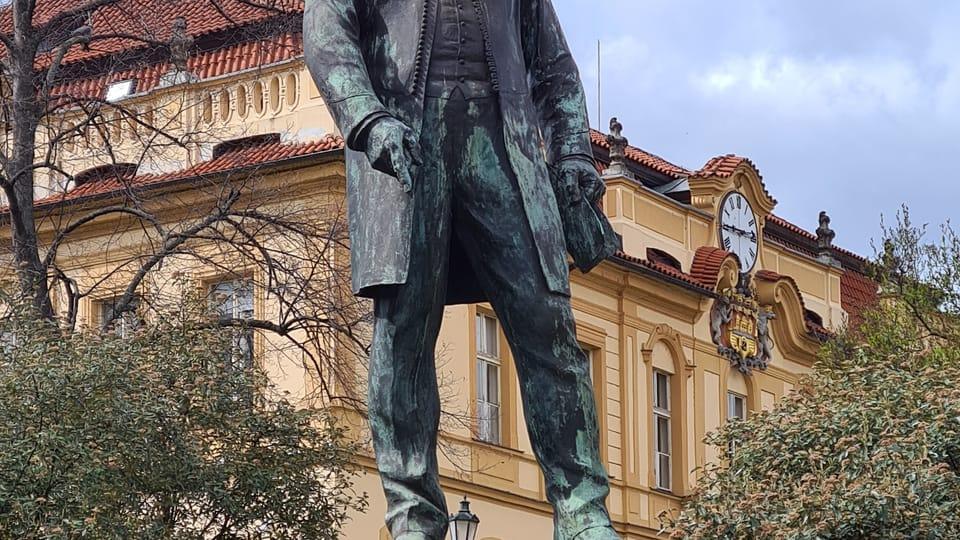 Socha primátora Jana Podlipného u zámku | Foto: Klára Stejskalová,  Radio Prague International