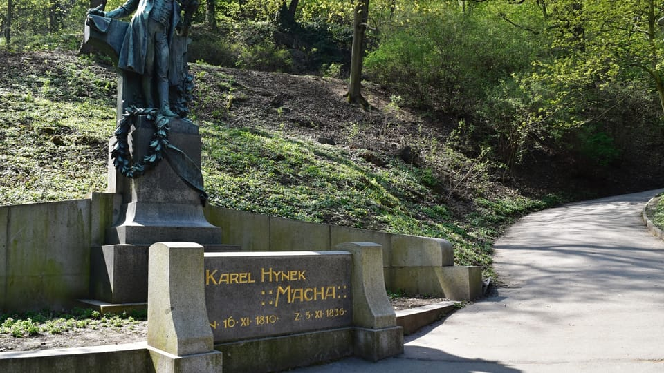Pomník Karla Hynka Máchy na Petříně