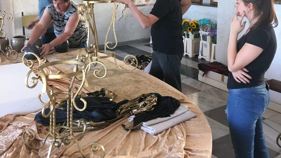 Účastníci workshopu se chystají vyrábět barokní květinová aranžmá,  foto: Jiří Martinek
