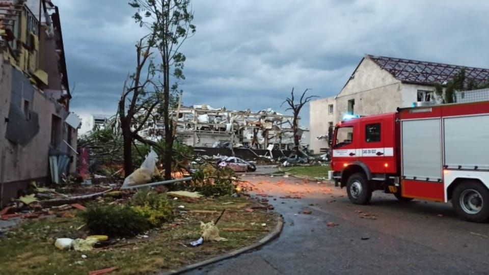 První hasiči přijeli na místo katastrofy kolem 19. hodiny   Foto:  Hasičský záchranný sbor Jihomoravského kraje