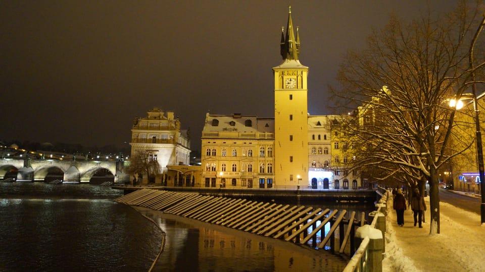 Zimní pohled na Staroměstskou vodárnu a Staroměstskou vodárenskou věž | Foto:  Miloš Turek,  Radio Prague International