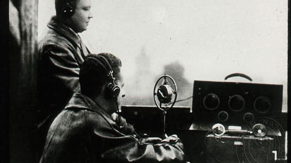 Josef Laufer komentuje zápas klubu Hungaria Budapešť se Slavií Praha,  1926   Foto: e-Sbírky,  Národní muzeum,  CC BY 4.0
