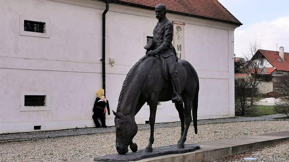 Jezdecká socha TGM v Lánech | Foto: Klára Stejskalová,  Radio Prague International