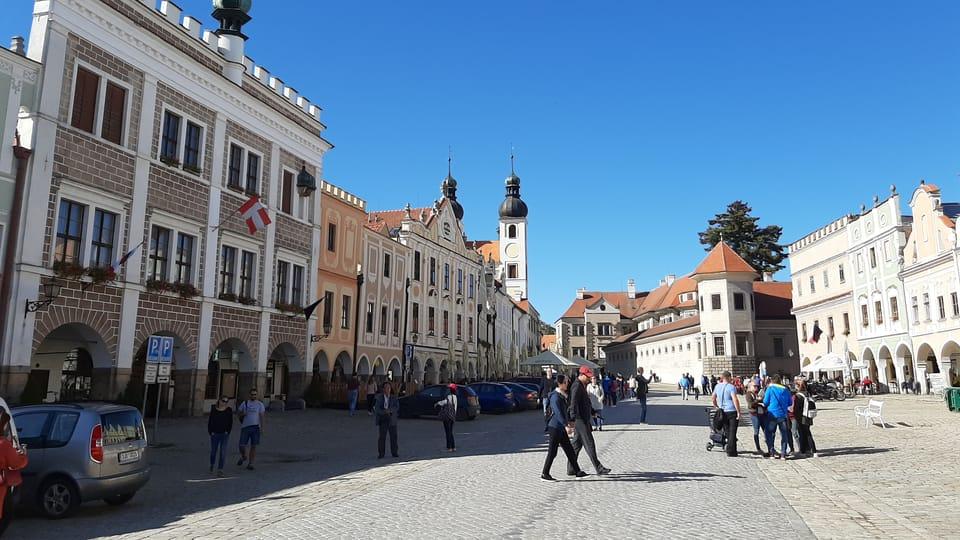 Radnice,  kostel Jména Ježíš a zámek,  foto: Lenka Žižková