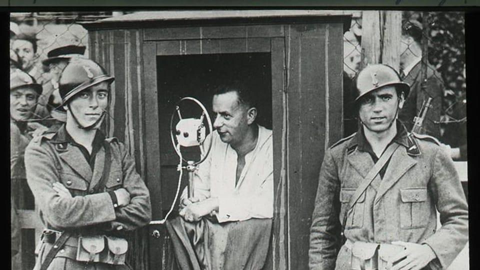 Josef Laufer komentuje zápas Juventusu Turín a Slavia Praha,  Turín 1932   Foto: e-Sbírky,  Národní muzeum,  CC BY 4.0