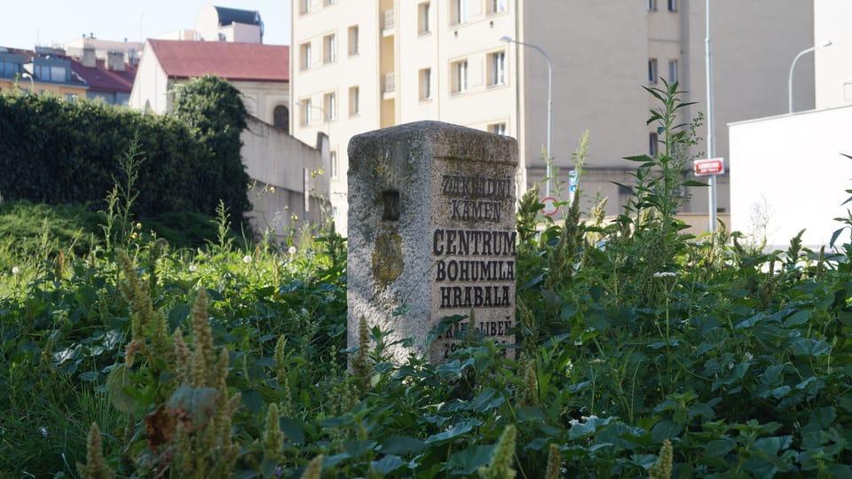 Základní kámen nerealizovaného Centra Bohumila Hrabala | Foto:  Radio Prague International