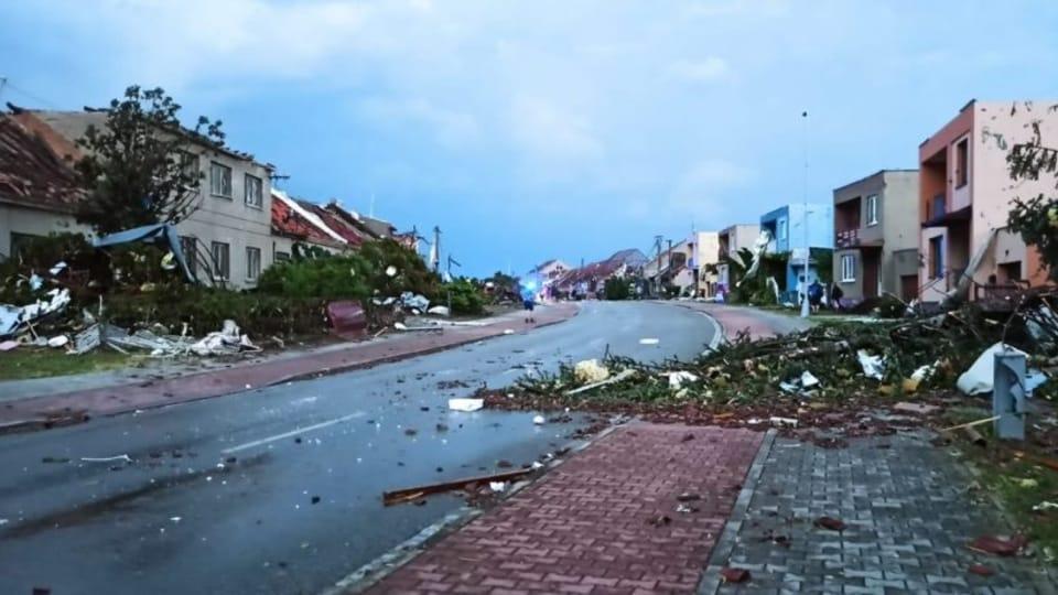 Tornádem zpustošená obec   Foto:  Hasičský záchranný sbor Jihomoravského kraje