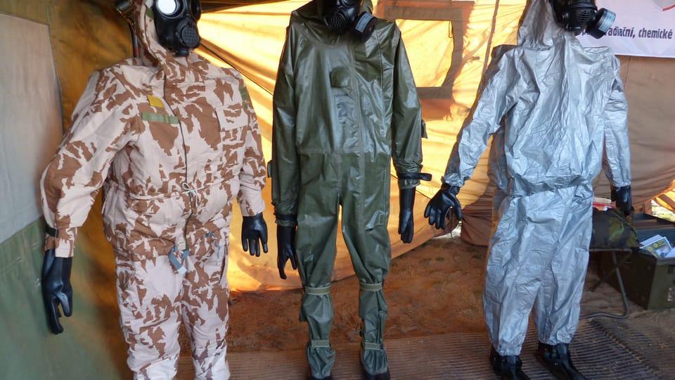 Bezpečnostní a protichemické obleky,  foto: Klára Stejskalová