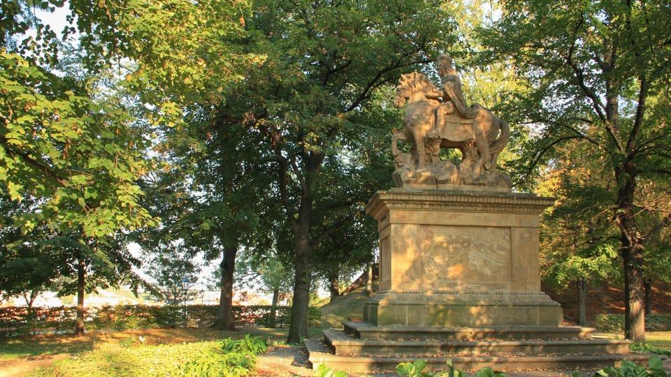 Jezdecká socha knížete Václava z let 1678–1680 stojí ve Štulcových sadech na Vyšehradě,  foto: Barbora Němcová