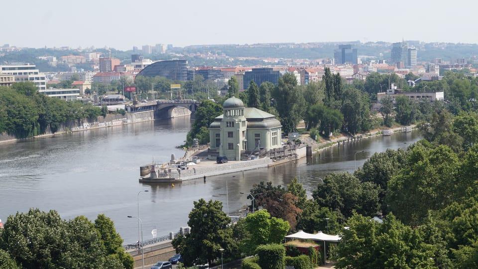 Elektrárna na ostrově Štvanice při pohledu z Novomlýnské vodárenské věže | Foto: Miloš Turek,  Radio Prague International