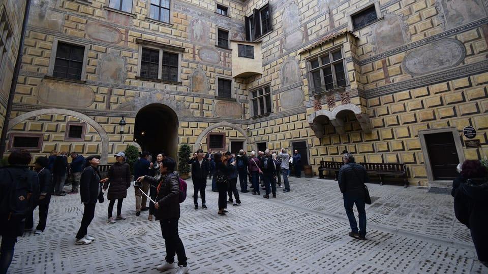 Nádvoří krumlovského zámku,  foto: Ondřej Tomšů