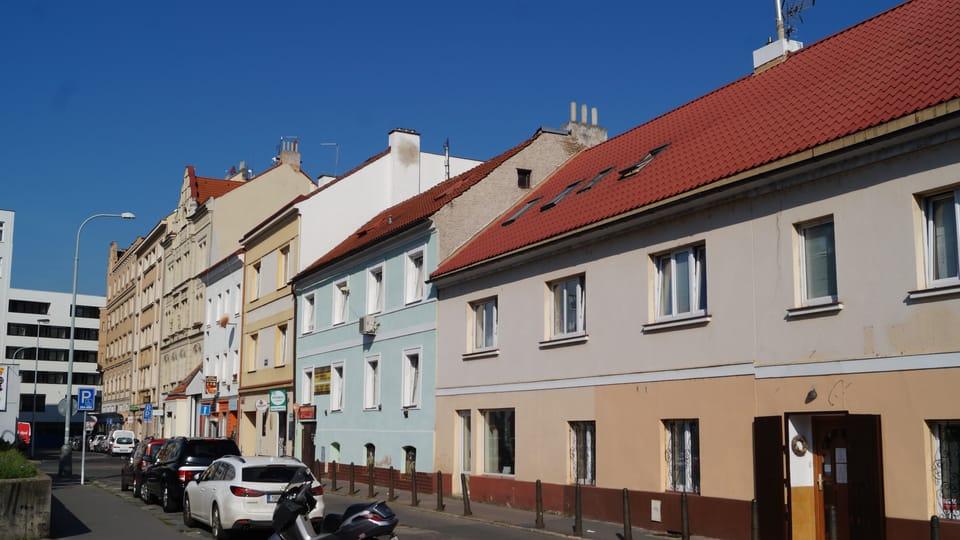Ulice Na Hrázi naproti místu,  kde bydlel dlouhá léta Bohumil Hrabal | Foto: Radio Prague International