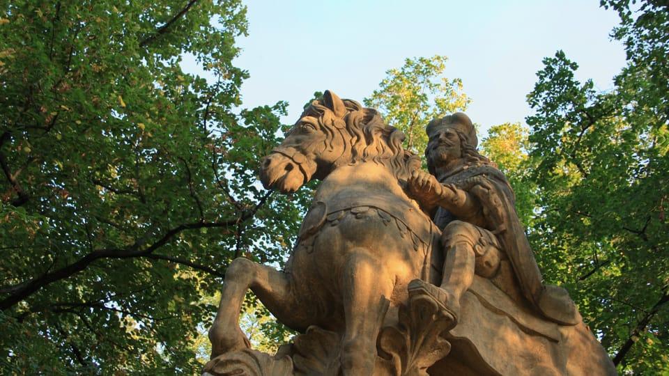 Jedná se o jedno ze tří zobrazení sv. Václava v Praze od sochaře Jana Jiřího Bendla,  foto: Barbora Němcová
