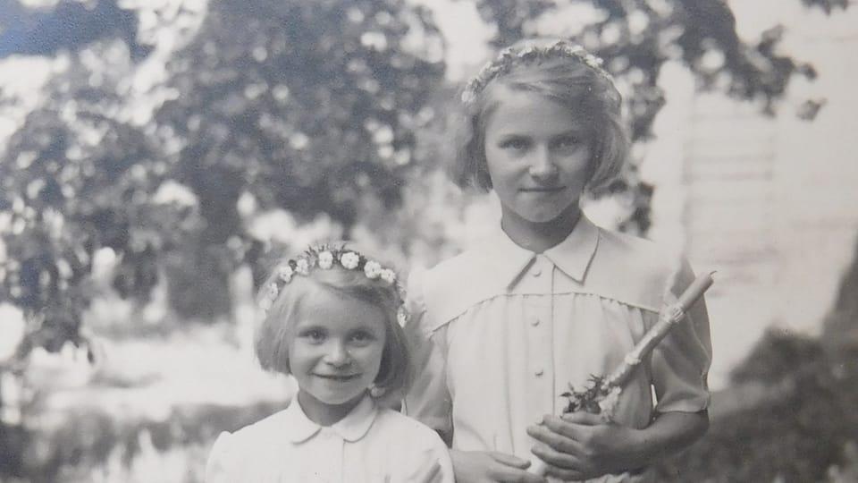 Dvě ze zachráněných dětí z oblasti Dukelského průsmyku,  foto: archiv Post Bellum