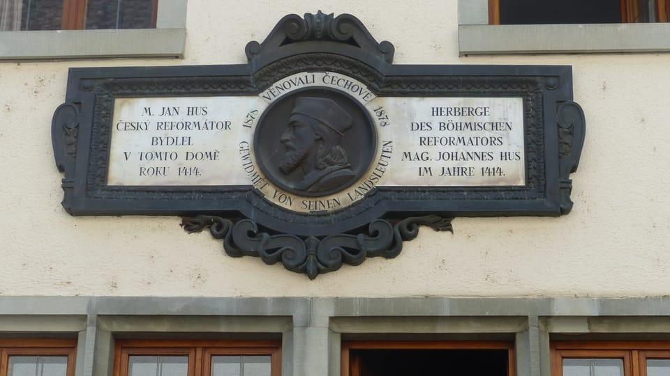Pamětní tabule na Husově domě | Foto: Klára Stejskalová,  Radio Prague International