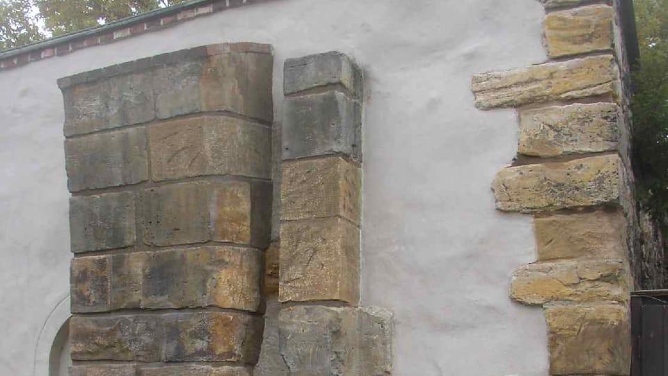 Pozůstatky gotické brány Špička,  foto: Miaow Miaow,  Wikimedia Commons,  CC0