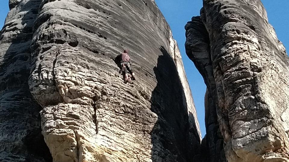 Horolezec v Prachovských skalách,  foto: Dominika Bernáthová