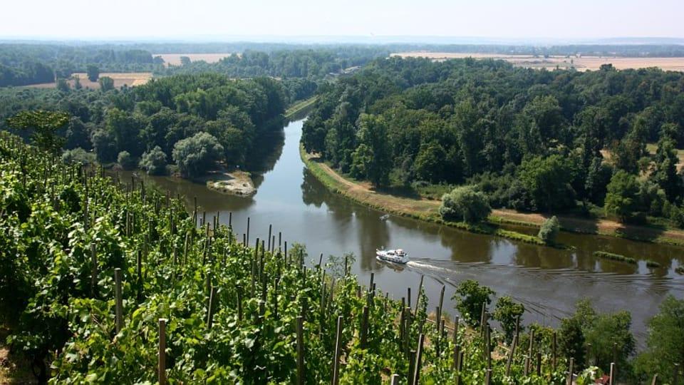 Pohled na Vraňansko-hořínský plavební kanál  (vpravo) u soutoku Labe s Vltavou v Mělníku,  foto: Štěpánka Budková
