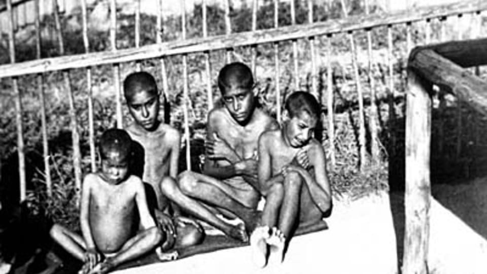 Nemocné a podvyživené děti; zdroj: fotografie z MRK  (originál uložen v NAP)