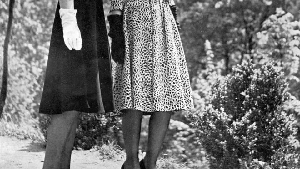 Letní vycházkové šaty,  foto: František Vobecký,  archiv Uměleckoprůmyslového muzea