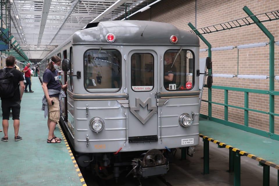Historická souprava metra v Depu Kačerov   Foto: Štěpánka Budková,  Radio Prague International