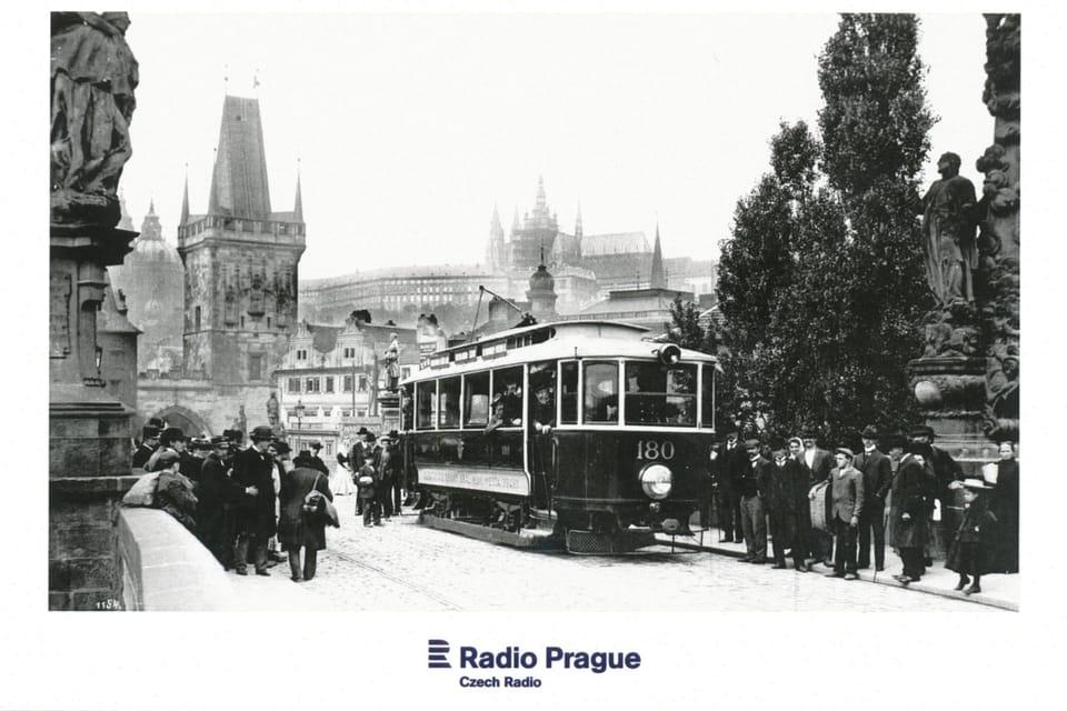 Tramvaj na Karlově mostě v letech 1905-1908,  foto: Dopravní podnik hlavního města Prahy